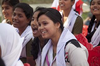 UN Women pyrkii vaikuttamaan monin keinoin erityisesti nuorten asenteisiin Bangladeshissa. (Kuva: UN Women/Saikat Mojumder)