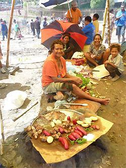 Torimyyjät hankkivat elantonsa alkeellisissa työoloissa. (Kuva: UN Women/Alethia Jimenez)