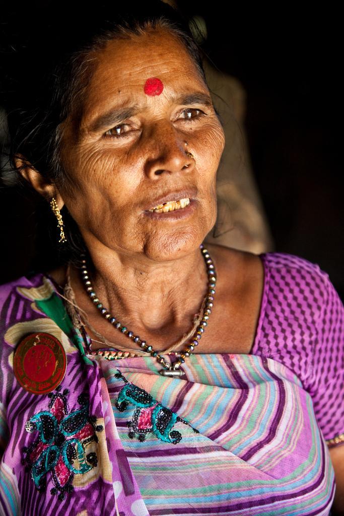 Duli Bai naitettiin jo 12-vuotiaana. Miehensä kuoltua hän eli syrjittynä leskeytensä vuoksi.