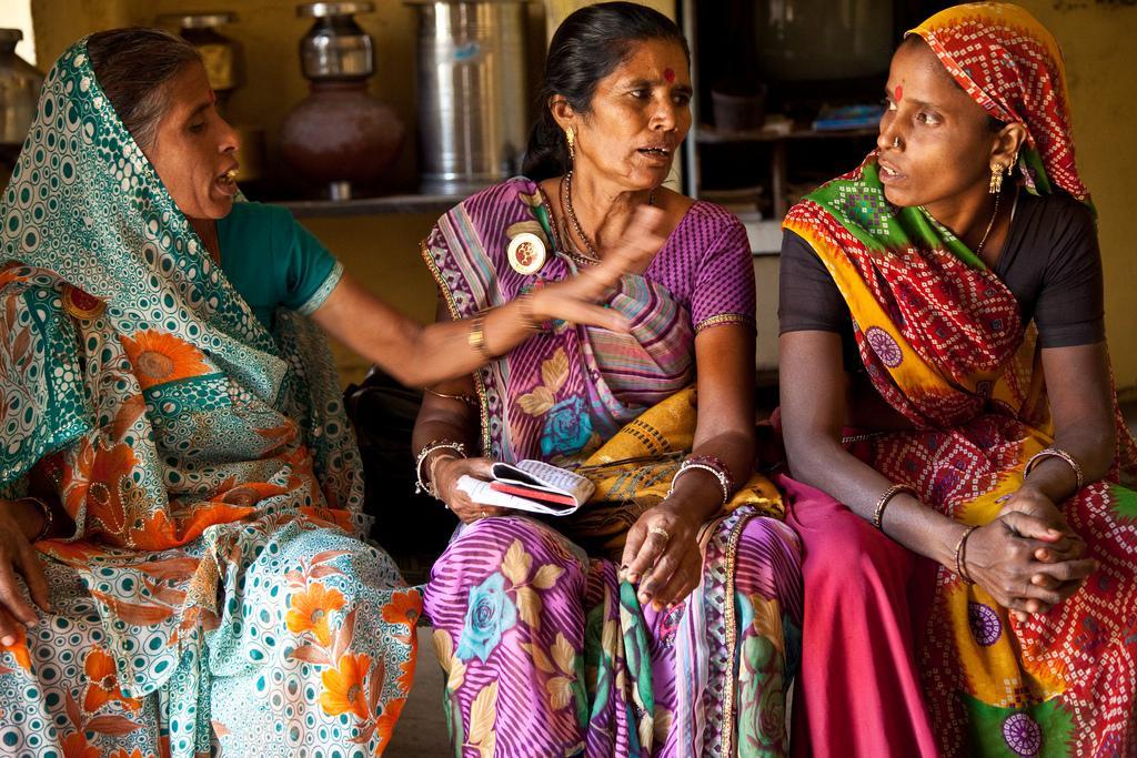 Amir ja Duli ovat nousseet yhteisössään muutoksentekijöiksi. He osallistuvat aktiivisesti leskien oman järjestön toimintaan.