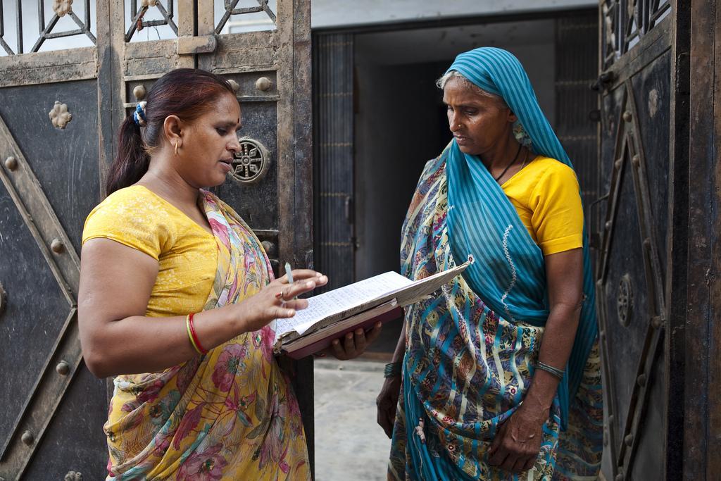 Savita on yksi UN Womenin nimeämistä ihmisoikeuspuolustajista Vrindavanissa. Hän on taistellut eläkkeen jo 62 leskelle.