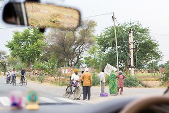 Intiassa naisten liikkuma-ala on perinteisesti rajattu kodin ja perheen piiriin. Mutta maailma muuttuu kun sitä muutetaan. Naugawanissa naiset raivaavat nyt tilaa oikeuksilleen ihmisinä ja kansalaisina – ja rakentavat parempaa huomista kaikille.