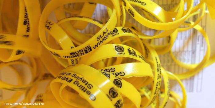 Kampanjan keltainen väri edustaa toivoa ja voimaa ebolan voittamiseksi.