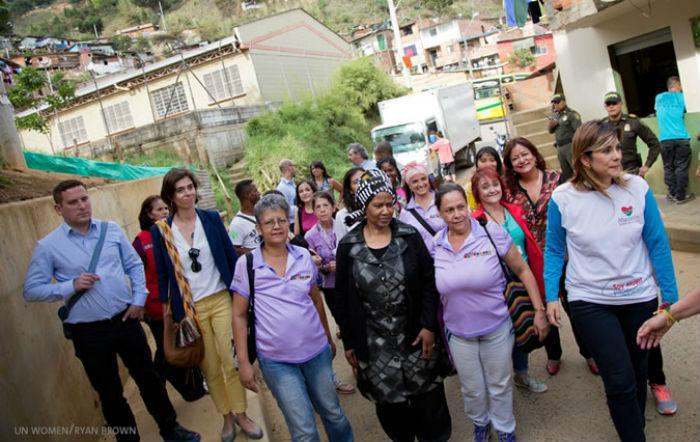 UN Womenin pääjohtaja Phumzile Mlambo-Ngcuka vieraili aiemmin tänä vuonna Kolumbiassa tapaamassa konfliktin selviytyjiä ja rauhanneuvotteluihin osallistuneita naisia.