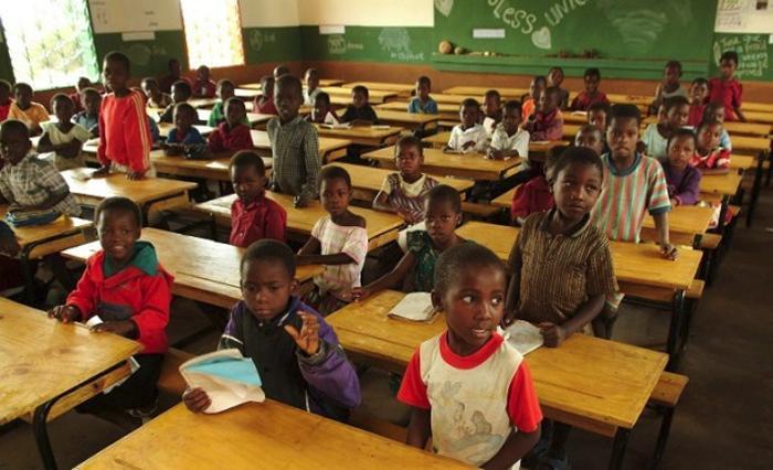 Yhtä moni tyttö kuin poika aloittaa koulunkäynnin Malawissa, mutta tytöistä alle puolet suorittaa peruskoulun loppuun. (Kuva: United Nations Malawi)