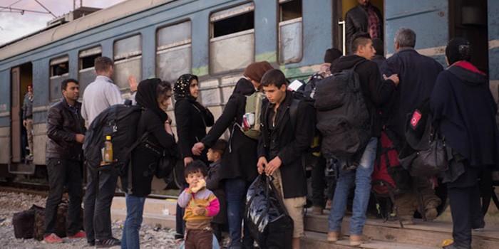 Turvapaikanhakijat pyrkivät jatkamaan matkaa pikaisesti maahantulijoiden rekisteröintikeskuksesta Gevgelijassa.