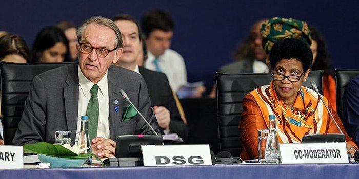 Jan Eliasson ja Phumzile Mlambo-Ngcuka humanitaarisessa huippukokouksessa