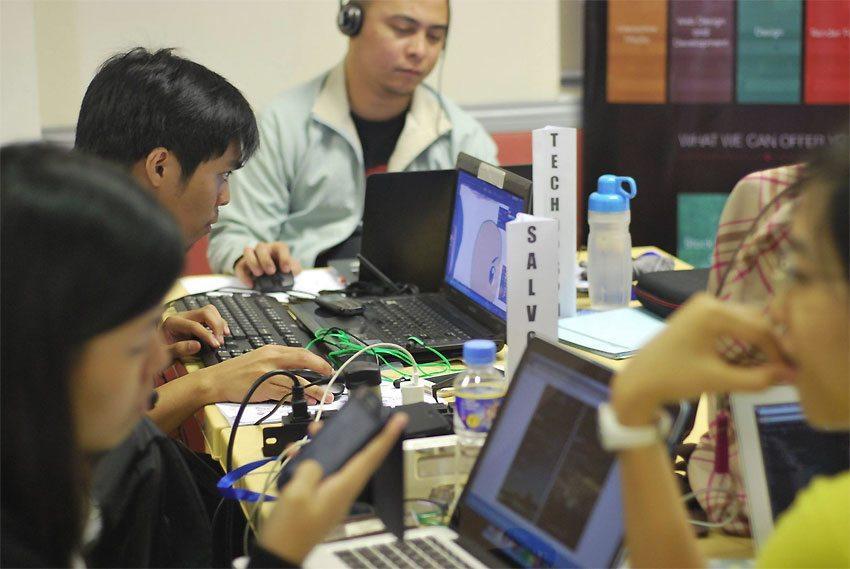 Nuoret kehittävät uutta teknologiaa hyödyntäviä ratkaisuja naisten turvallisuuden parantamiseksi.