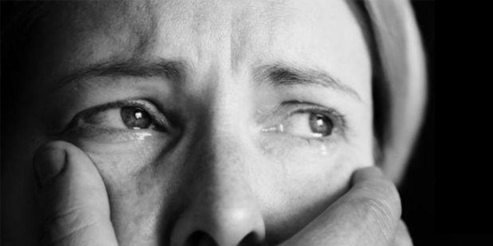 Älä lyö! -valokuvanäyttely: Naisiin kohdistuva väkivalta on aina rikos